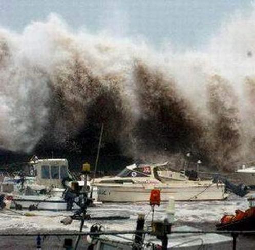 Во Франции во время урагана погибли два человека один пропал без вести